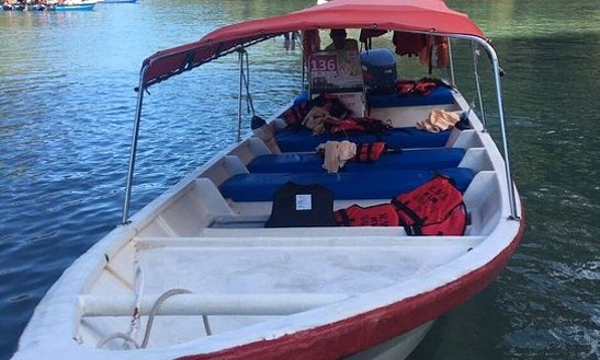 Go Out With 1 Friends On This Boat In Langkawi, Malaysia