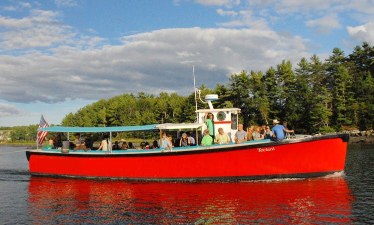 Discover the Damariscotta River where 80% of Maine oysters are farmed