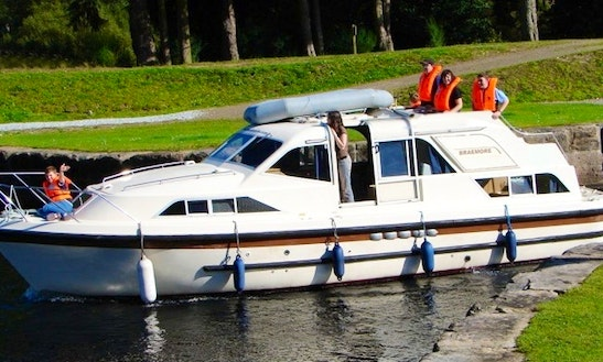 Motor Cruiser Braemore Class Hire In Scotland