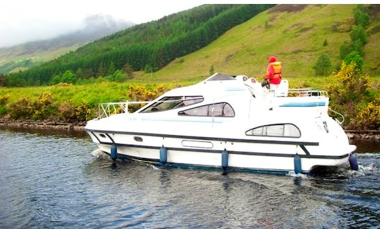 Motor Cruiser Le Boat Consul Hire In Scotland
