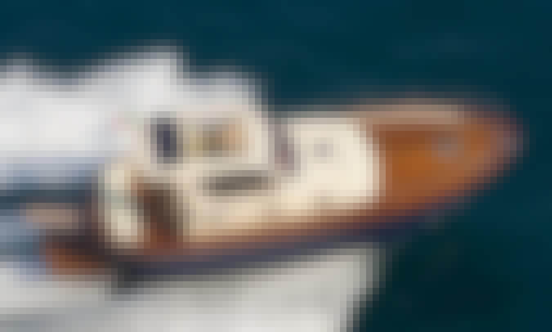 Charter 32' Gozzo Jeranto 10 Hard Top Motor Yacht in Capri, Italy