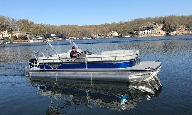 27 Lowe Tritoon Boat For Rent In Lake Ozark Missouri