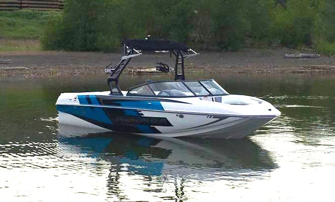 23' Moomba Mojo Super Air/Surf Boat on Kampoos Lake, BC