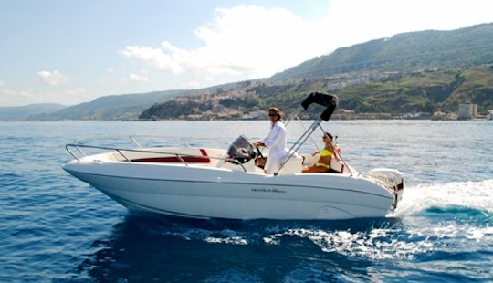 Charter 16' Open Center Console In Tropea, Italy