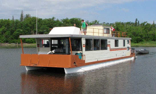 64' Houseboat Rental In Lake Of The Woods, Canada