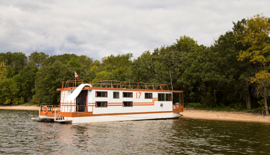 54' Houseboat Rental In Lake Of The Woods, Canada