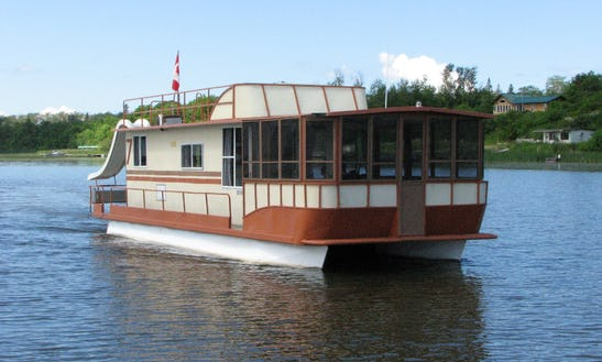 44' Houseboat Rental In Lake Of The Woods, Canada