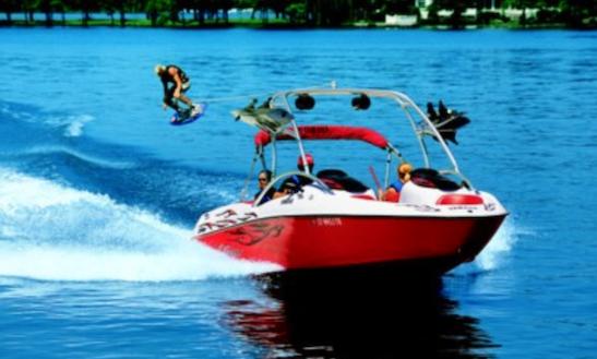 21' Yamaha Ar210 Wakeboard Boat Rental In Seattle, Washington