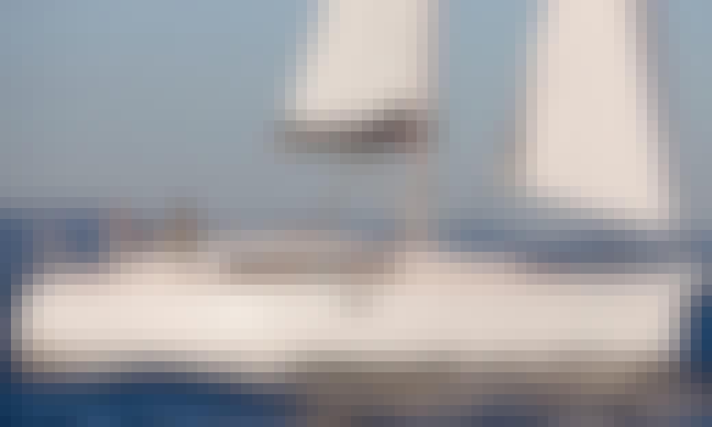 Charter 33' Beneteau Cruising Monohull in Barcelona, Spain