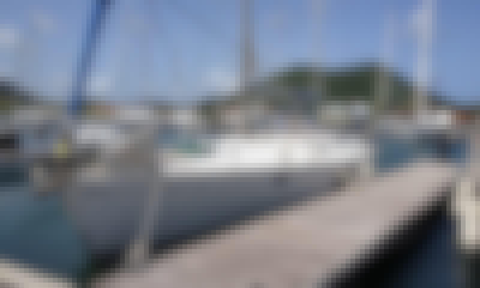 Sloop sleep aboard rental in Rodney Bay Marina