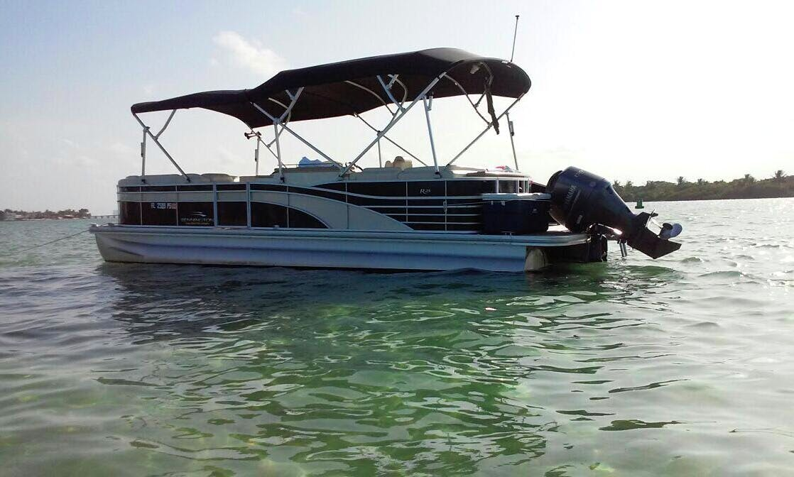 24' Pontoon for 12 People in Miami, Florida