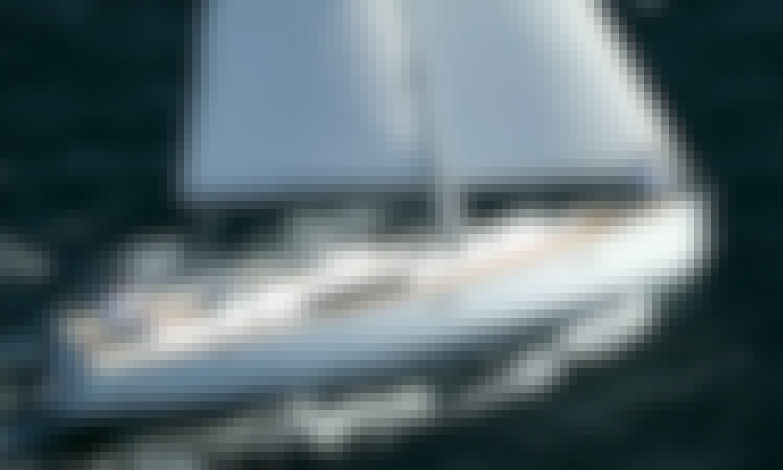 Charter 46' Oceanis - Myron Cruising Monohull in Policoro, Italy