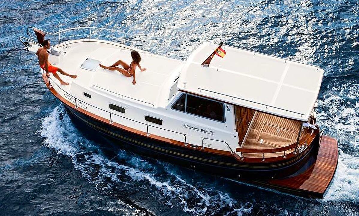 Charter Menorquin Yacht 100 - Pescaire Motor Yacht in Portocolom, Spain