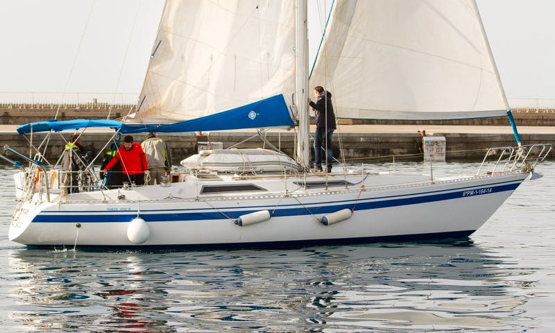 Charter 38' Navigo North Wind Cruising Monohull in Palamós, Spain