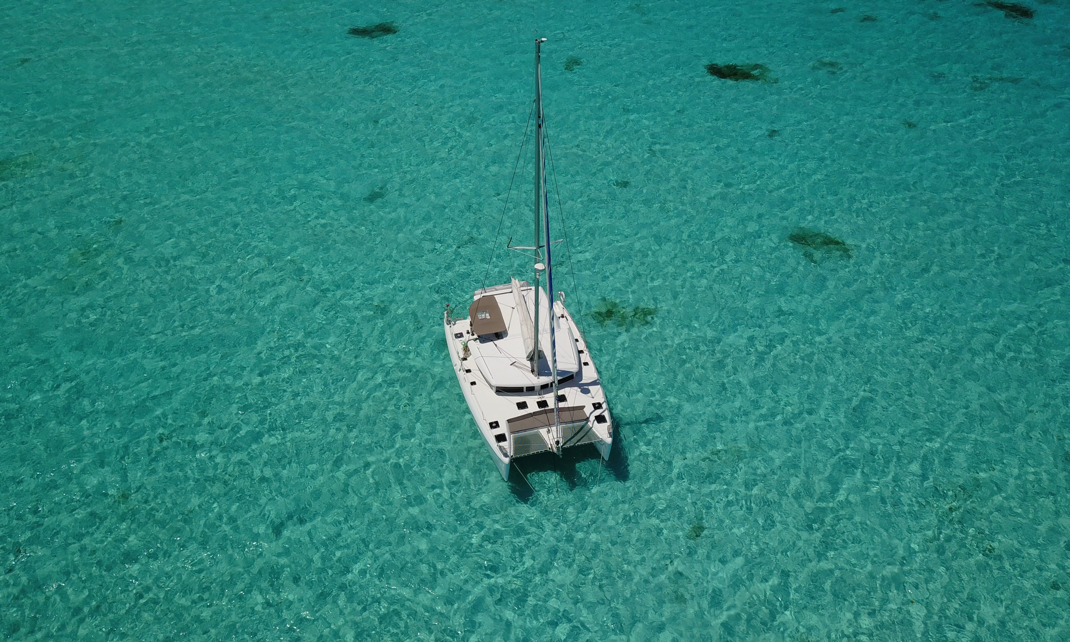 CATAMARAN LAGOON 421 TOP SERVICE ALL INLCUSIVE FOOD AND BEVERAGES.