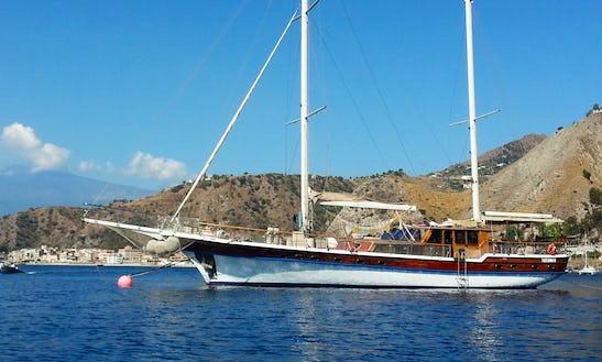 Charter A 14 Person Caicco Gulet In Port Dell'etna - Marina Di Riposto