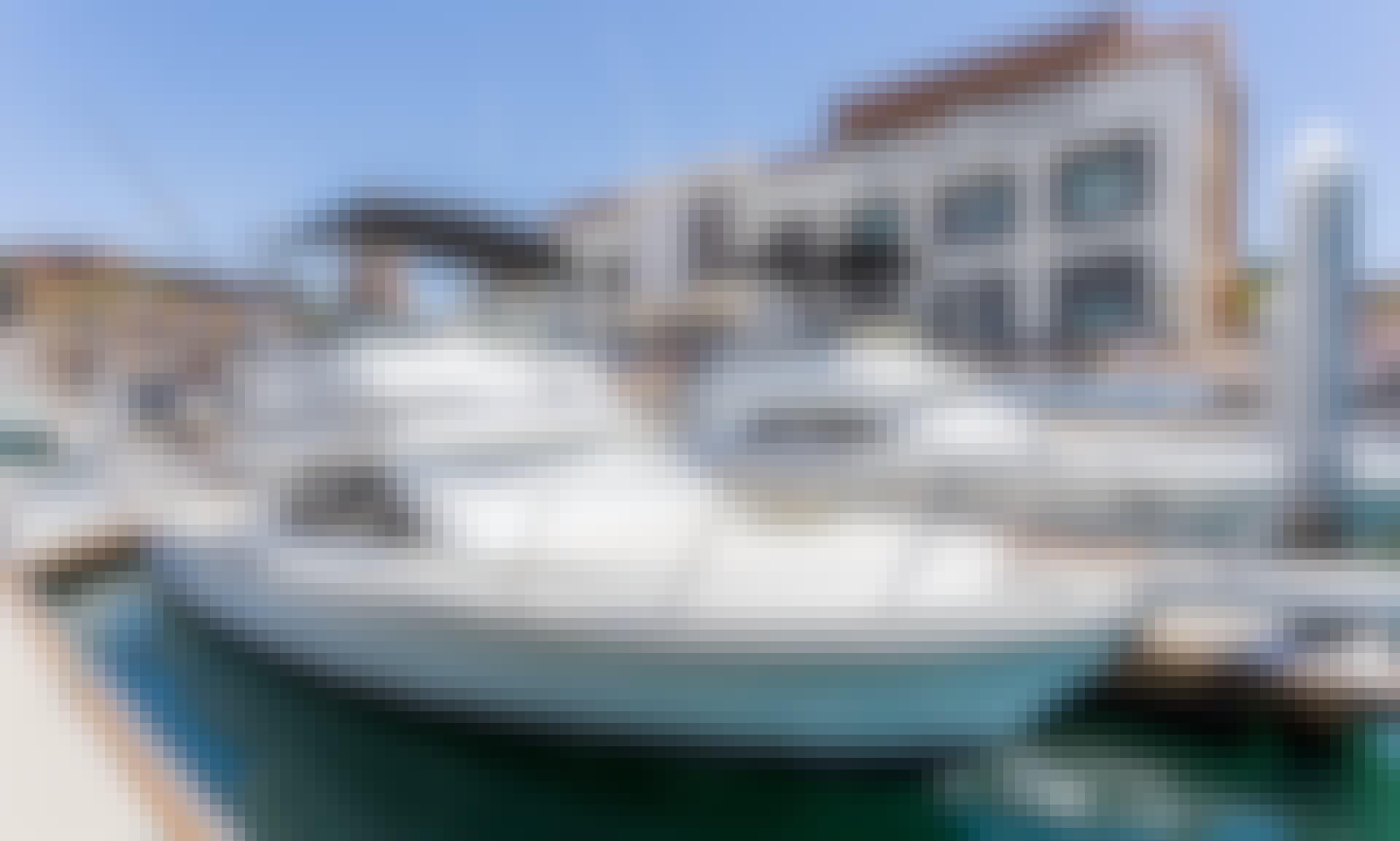 Jump aboard 29' Sport Fisherman for an Adventurous fishing charter in Baja California Sur, Mexico