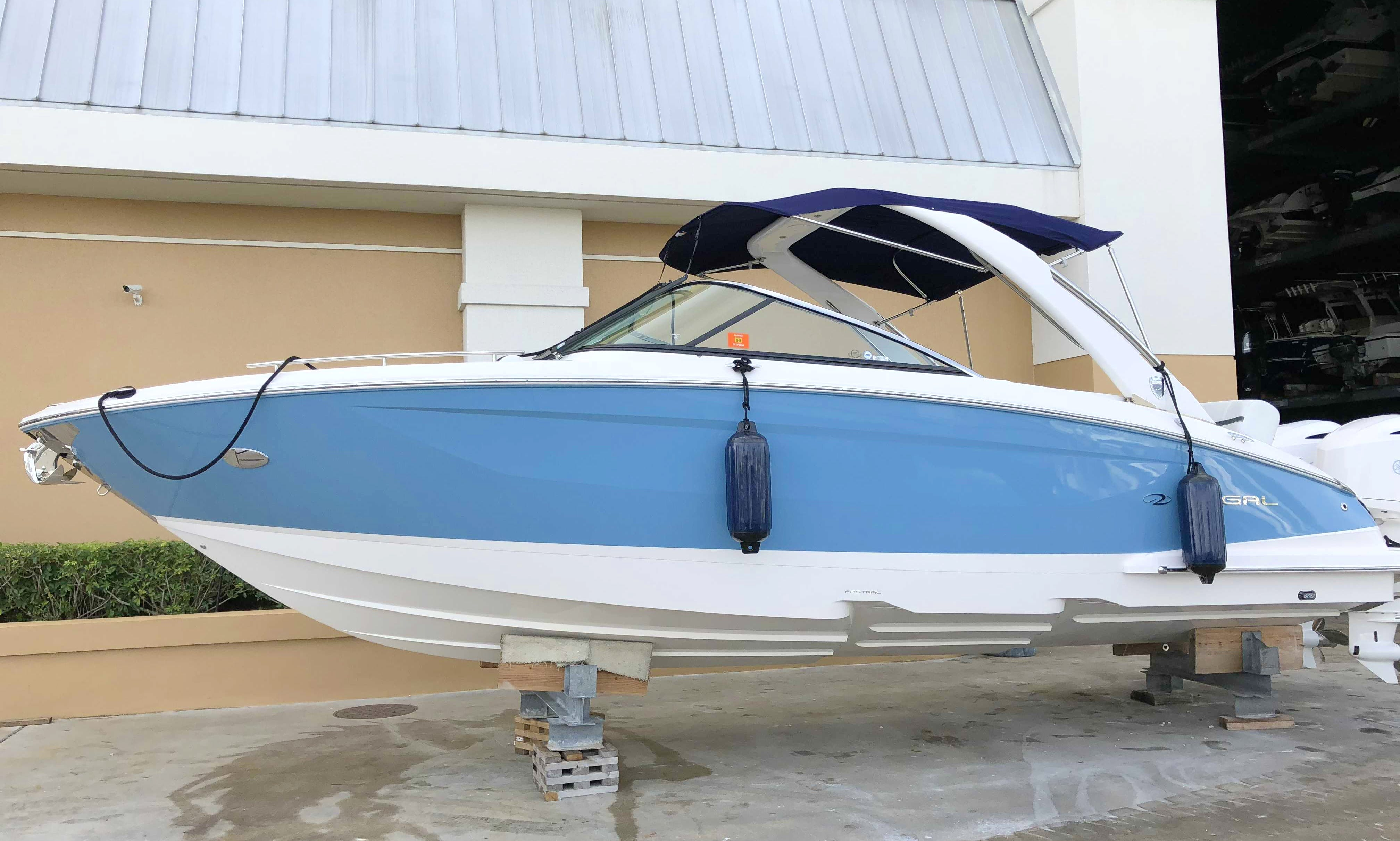 Regal 29 OBX Deck Boat for 10 People in Pompano Beach