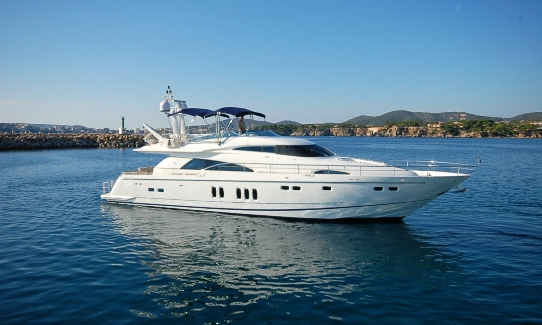 Fairline Squadron Luxurious Power Mega Yacht Charter in Marbella, Andalucía