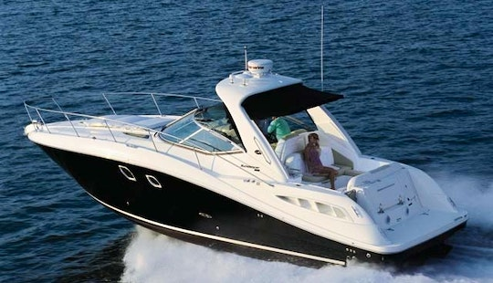 Rent This 30 Foot Yacht In Lewisville For Some Luxurious Fun