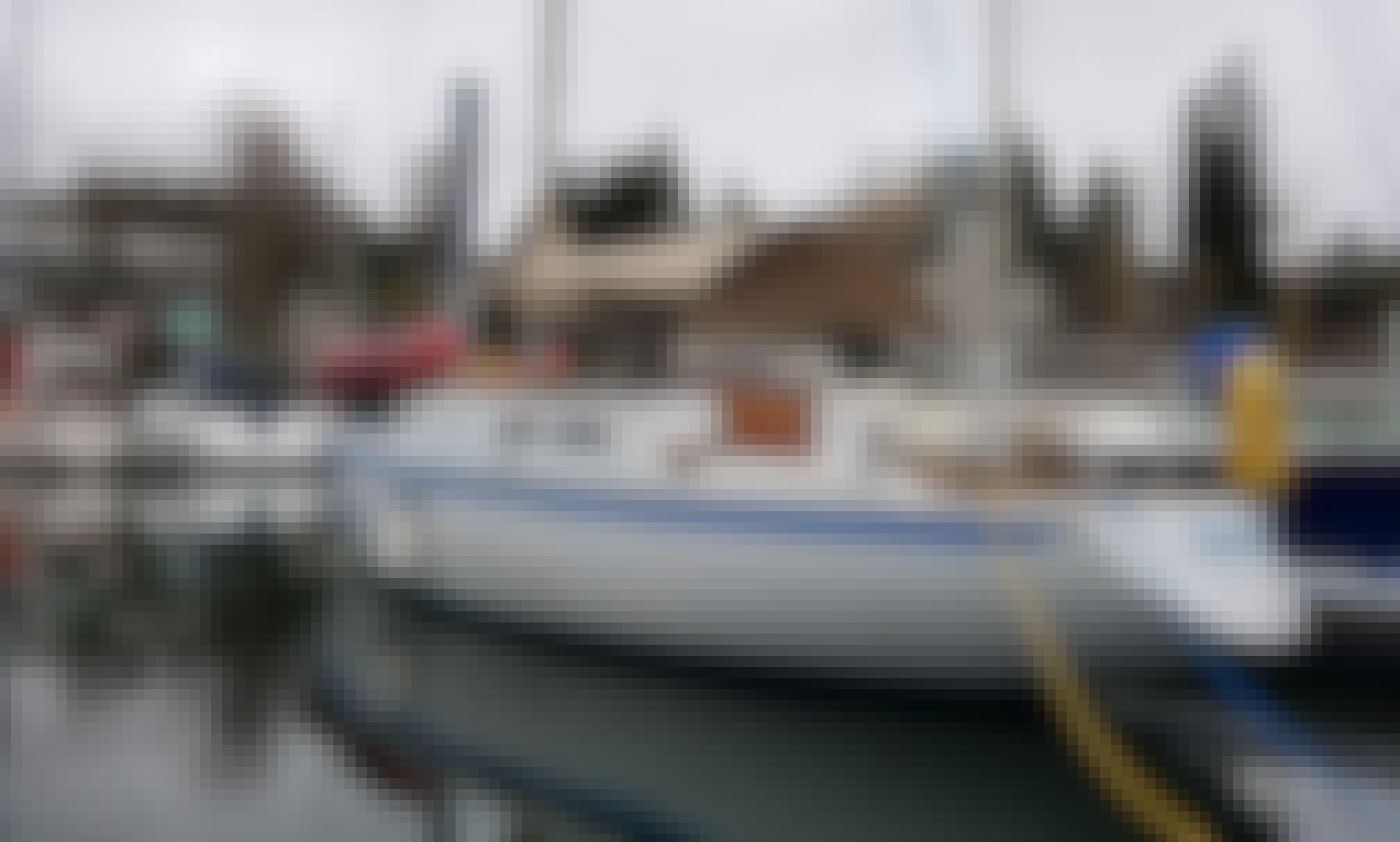 Sloop sailboat rental for sleep aboard in Everett, Washington