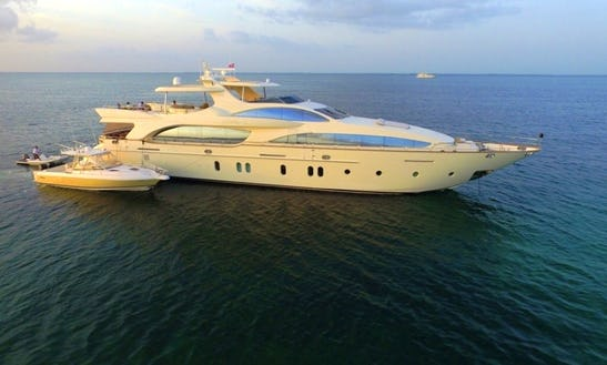 Power Mega Yacht Sleep Aboard Rental In Newport Beach