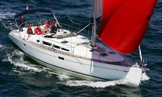Charter Thisbe Jeanneau Sun Odyssey Cruising Monohull In Saltsjöbaden, Stockholms With Captain Fredrik