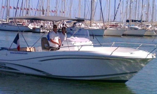 6 People Center Console Rental In Vibo Marina, Calabria