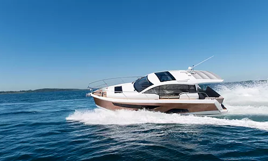 Sealine C330 Motor Yacht For 10 People In Hong Kong Island