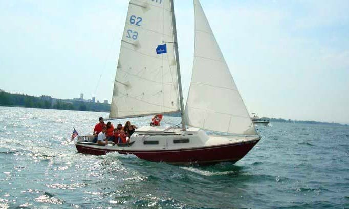 Private Sailing lessons in Buffalo, New York on 25' Daysailer
