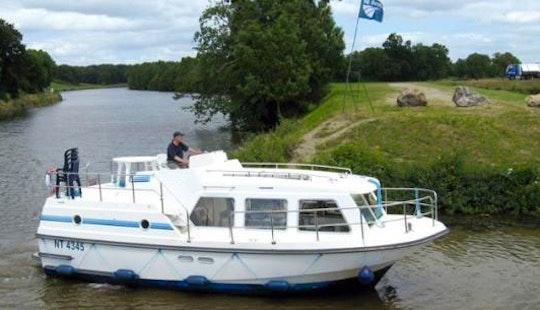 The Peace Short Break Cruise For 3 Nights Aboard A 29' Sheba Motor Yacht In Nieuwpoort