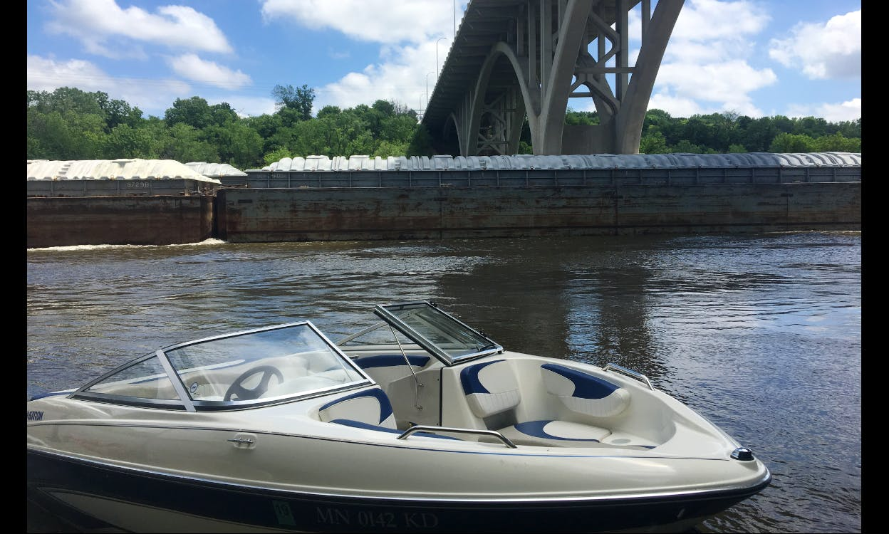 Bowrider rental with Captain on Crystal Lake