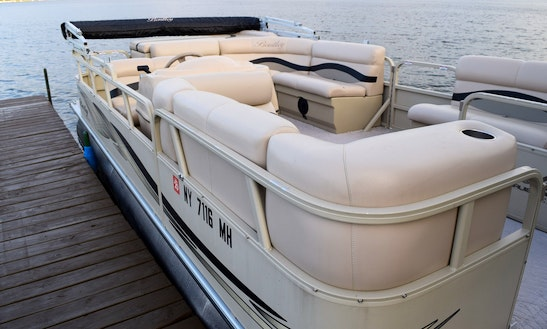 20' Bentley Pontoon Boat On Beautiful Conesus Lake, Ny
