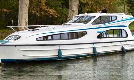 Luxury 39' Canal Boat for 6 Person to Cruise the River Thames!