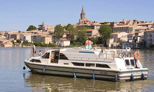 The Sparkling Cruise in Loire-Valley, France aboard the 37' Canal Boat