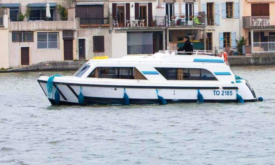 Explore Lot Valley in France Aboard Gorgeous Canal Cruiser for 6 Person