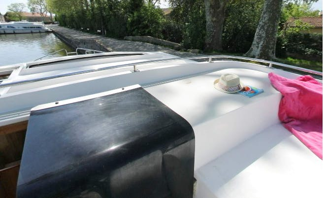 Book Classique Canal Boat for your self-drive boating holiday!