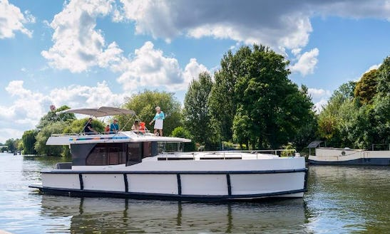 44' Canal Boat Ready For The Southern Rideau Cruise In Ottawa