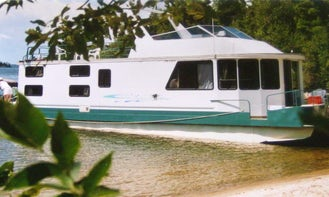 Ultimate Houseboating Vacation In Ontario, Canada