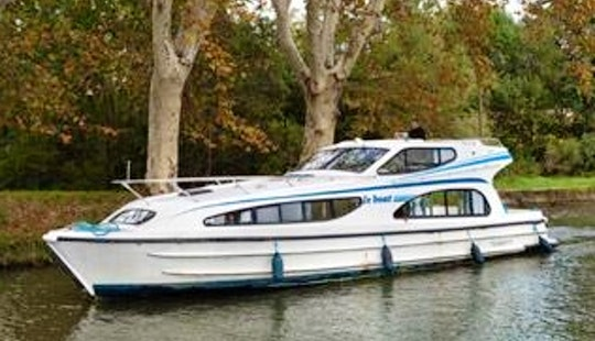 Awesome 4 People Canal Boat To Cruise The Nivernais Rivers In France