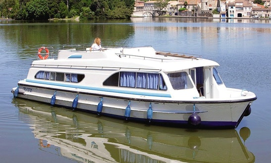 The Nivernais Châteaux Cruise Aboard 3 Cabin Canal Boat For 10 Person