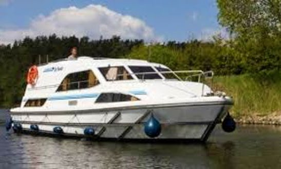 Canal Boat Vacation For 6 Person In Nivernais, France | The Nivernais Châteaux Cruise