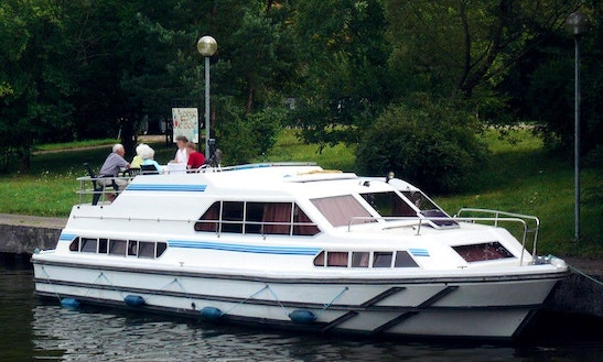 Enjoy An Excellent Scenery In Burgundy, France On A Crusader Boat