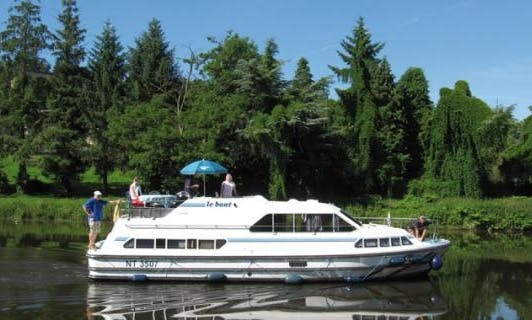 "Book this 39ft ""Crusader"" Canal Boat in Aquitaine, France"