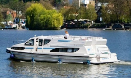 Experience A Canal Boat Holiday In Aquitaine, France