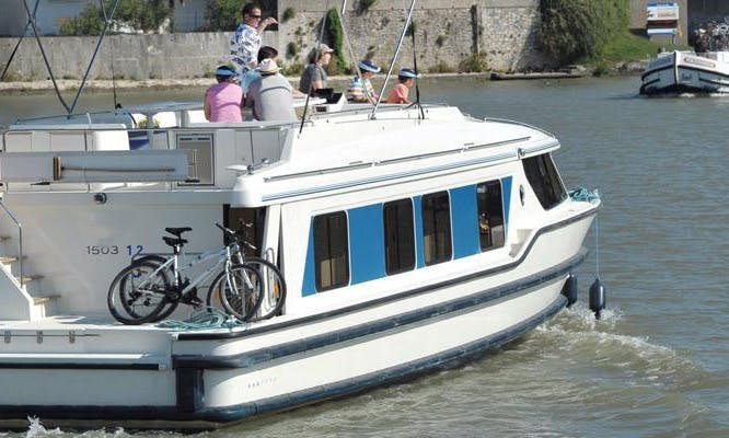 49' Canal Boat for 9 Person   The Cathar Cruise in Canal du Midi, France