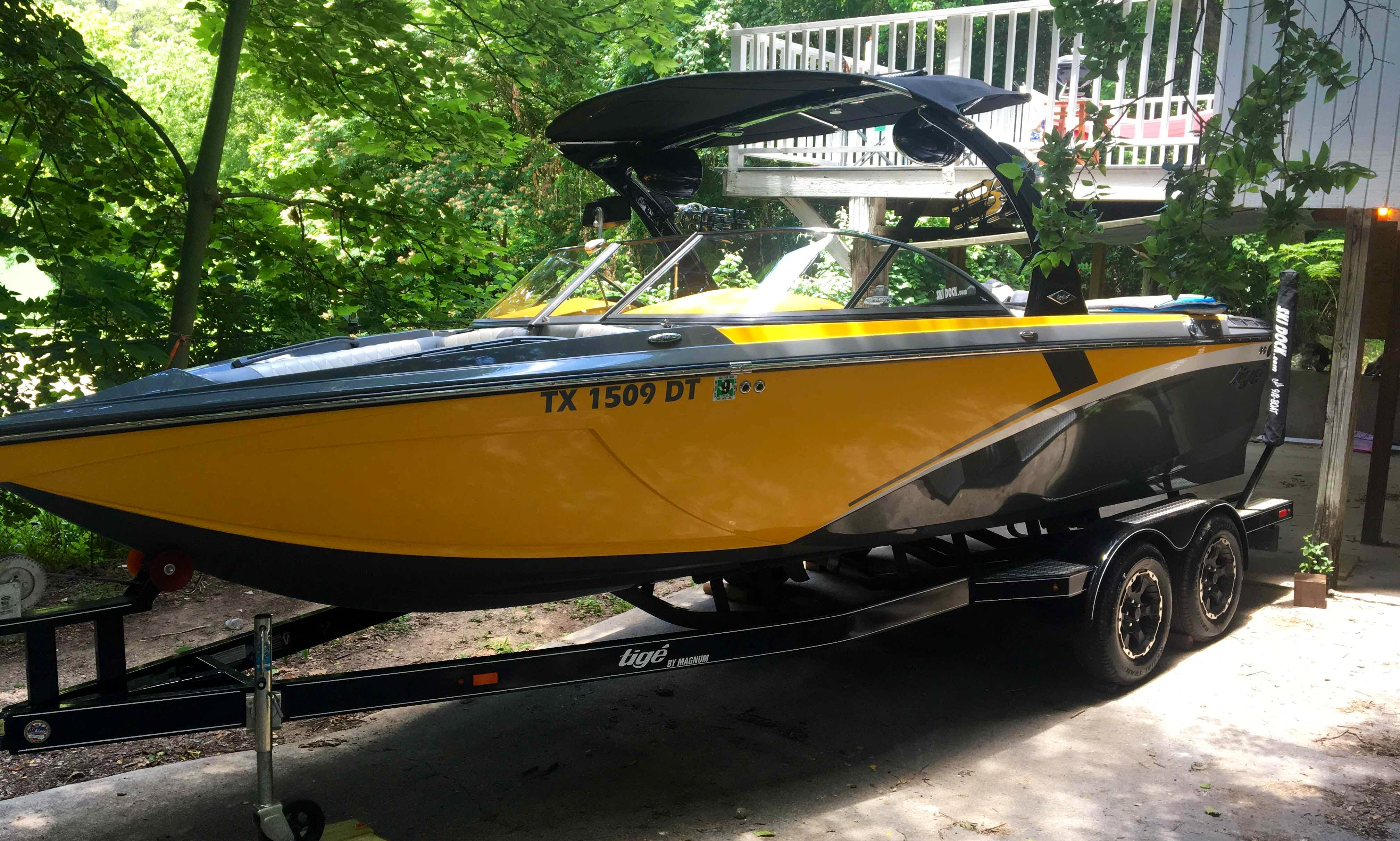 Wakeboard boat rental or wakesurf lessons in Austin and Lake Travis