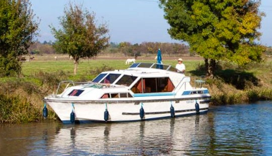 The Medieval Short Break Aboard 32' Canal Boat In Canal Du Midi, France