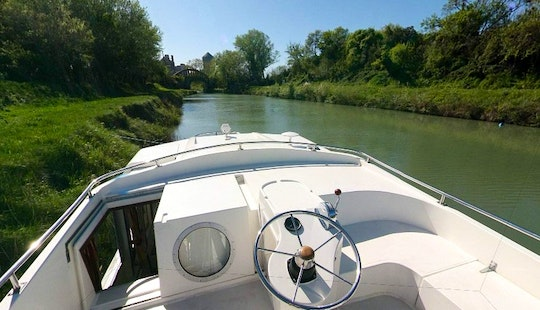 42' Canal Boat For The Medieval Short Break Cruise From Trèbes, France
