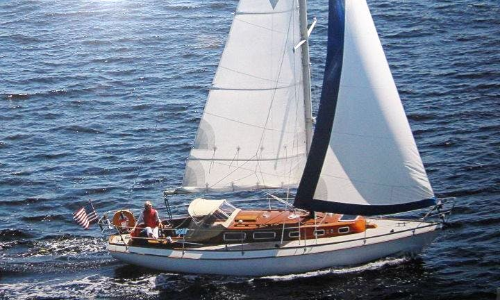 "32ft ""Blue Vayu"" Cruising Monohull Charter in Rockland, Maine"